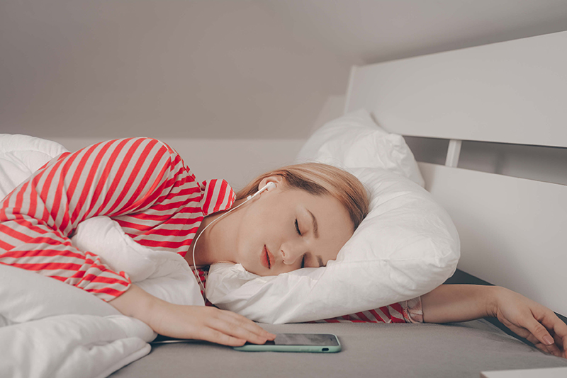 Five-Apps-To-Help-You-Sleep-Better2 (1)
